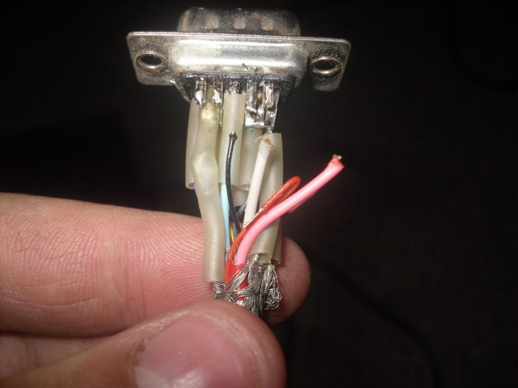 Поврежденный VGA-кабель